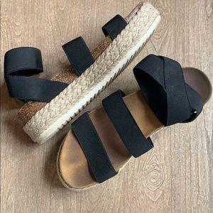 Shoes - Steve Madden platform sandals